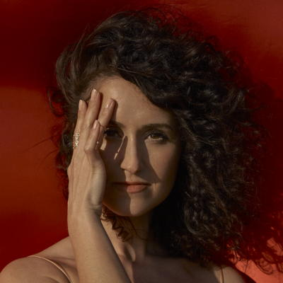 Maria Mendes - Close to me